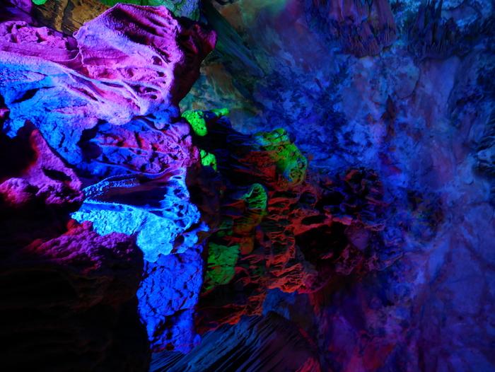 Nous vous conseillons la Reed Flute Cave malgré son prix élevé.