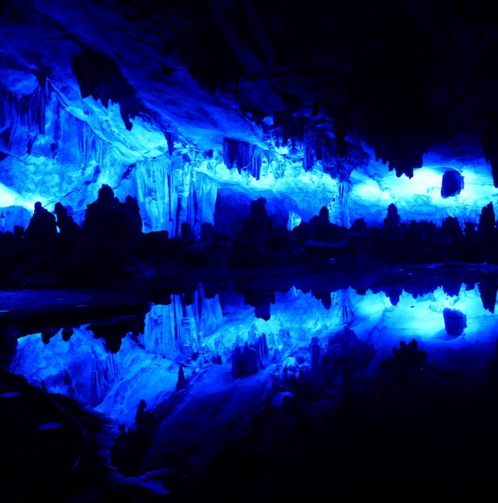 Un ballet au milieu d'une grotte ?