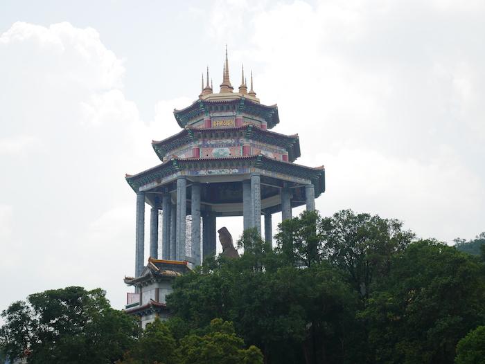 Dommage qu'on ne puisse pas s'approcher de la statue à Penang.