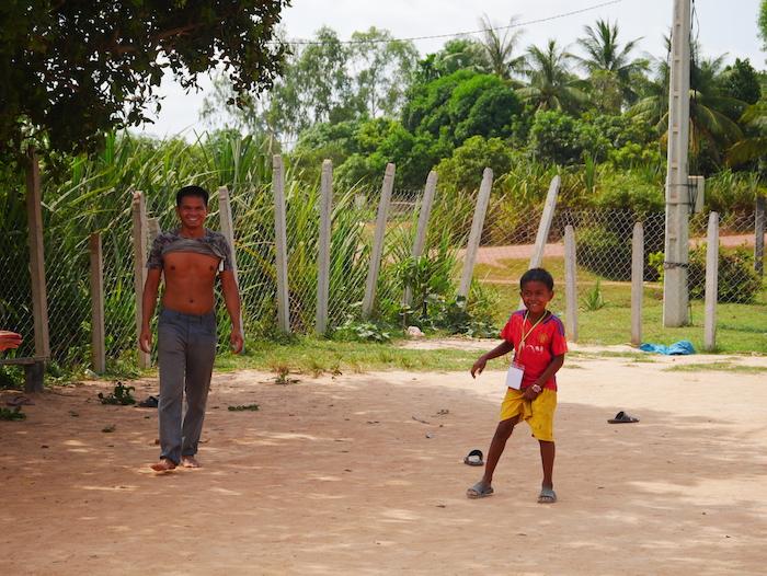 A quoi jouent les enfants à l'école de Poeuy ?