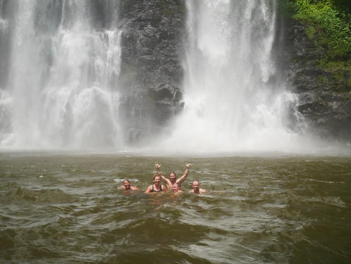 Evitez de vous baigner en bikini dans les cascades et faites attention à vos sacs.