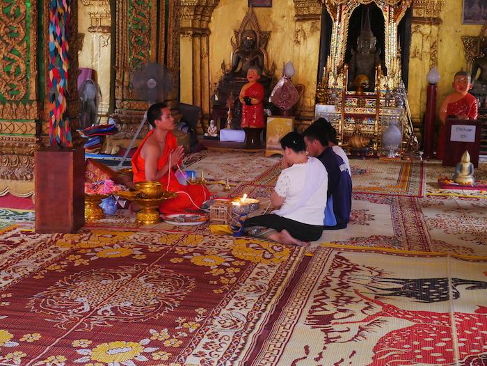 Où se trouve le Wat Simuang ?