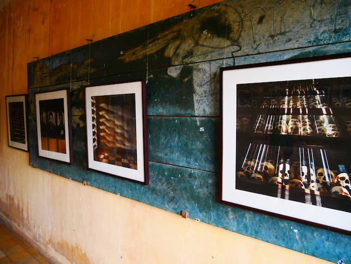 Un exposition photo était disponible dans la prison S21.