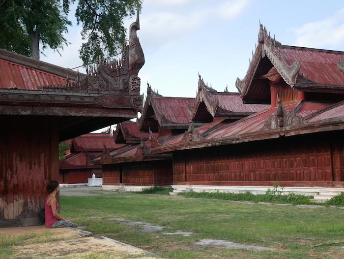 Combien coûte l'entrée à la vieille ville de Mandalay ?