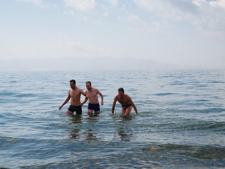 Peut-on se baigner dans le lac Song Kul ?
