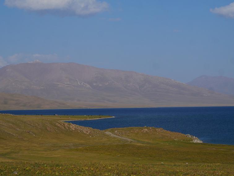 Où se trouve le lac Song Kul ?