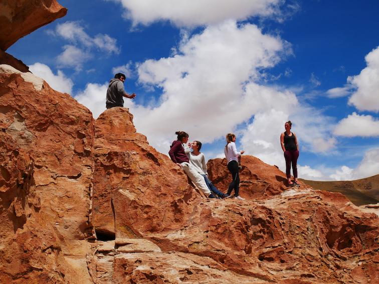 Le groupe sur une formation rocheuse.