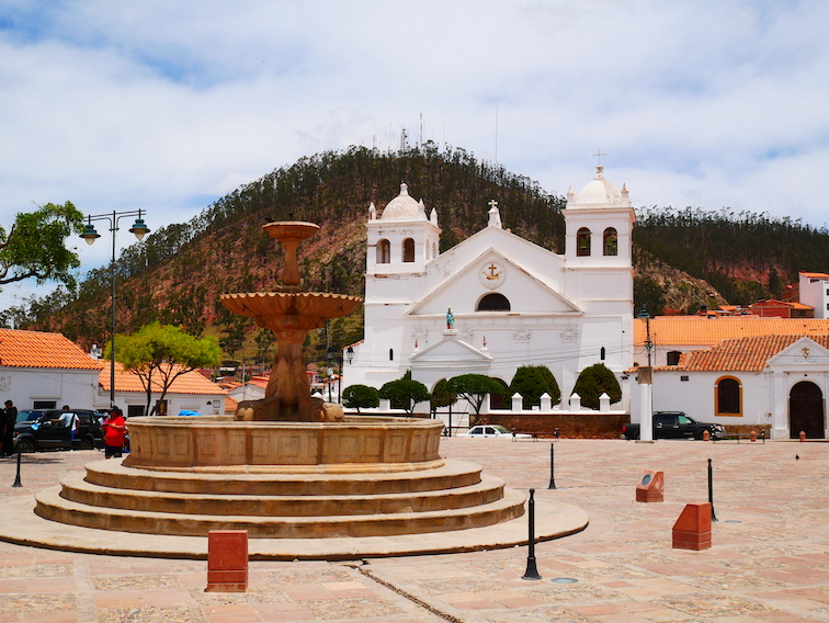 Eglise et place à Sucre.
