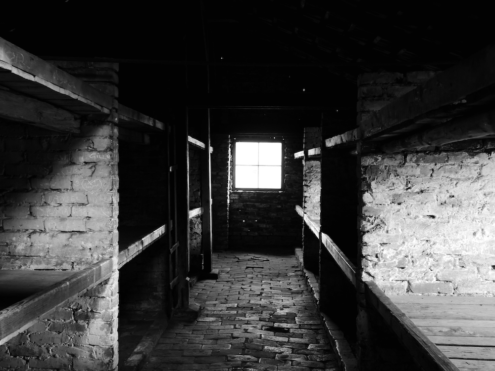 A l'intérieur d'un baraquement de Birkenau.