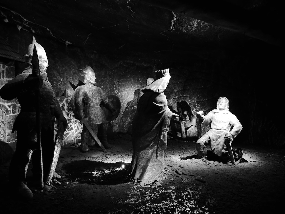 Statues de sel dans la mine de Cracovie.