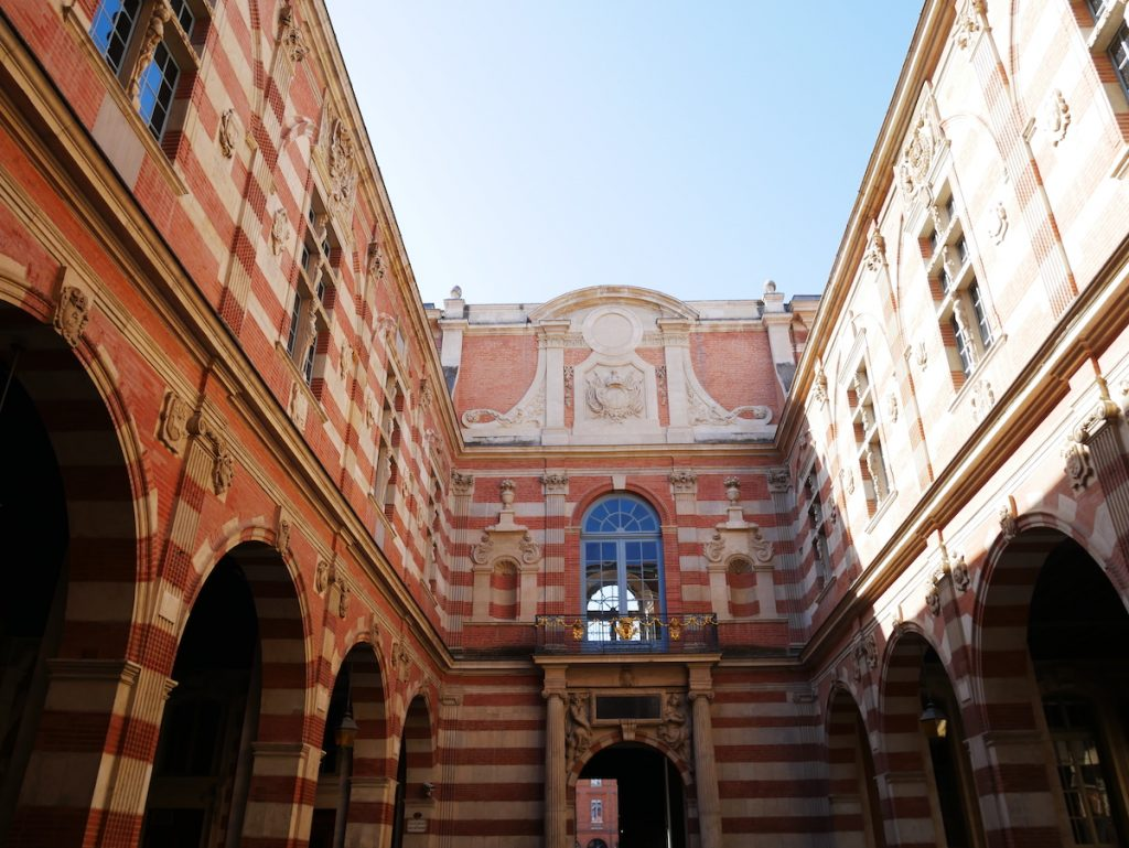 Cour Henri IV du Capitole.