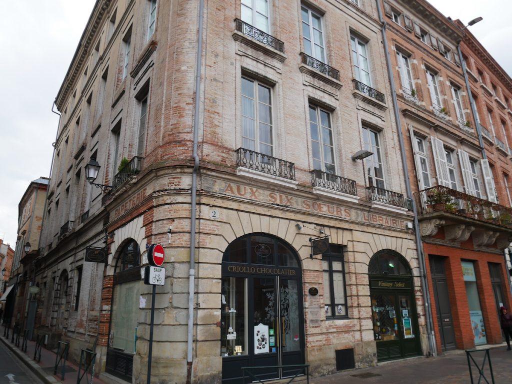 Les petites rues à Toulouse.