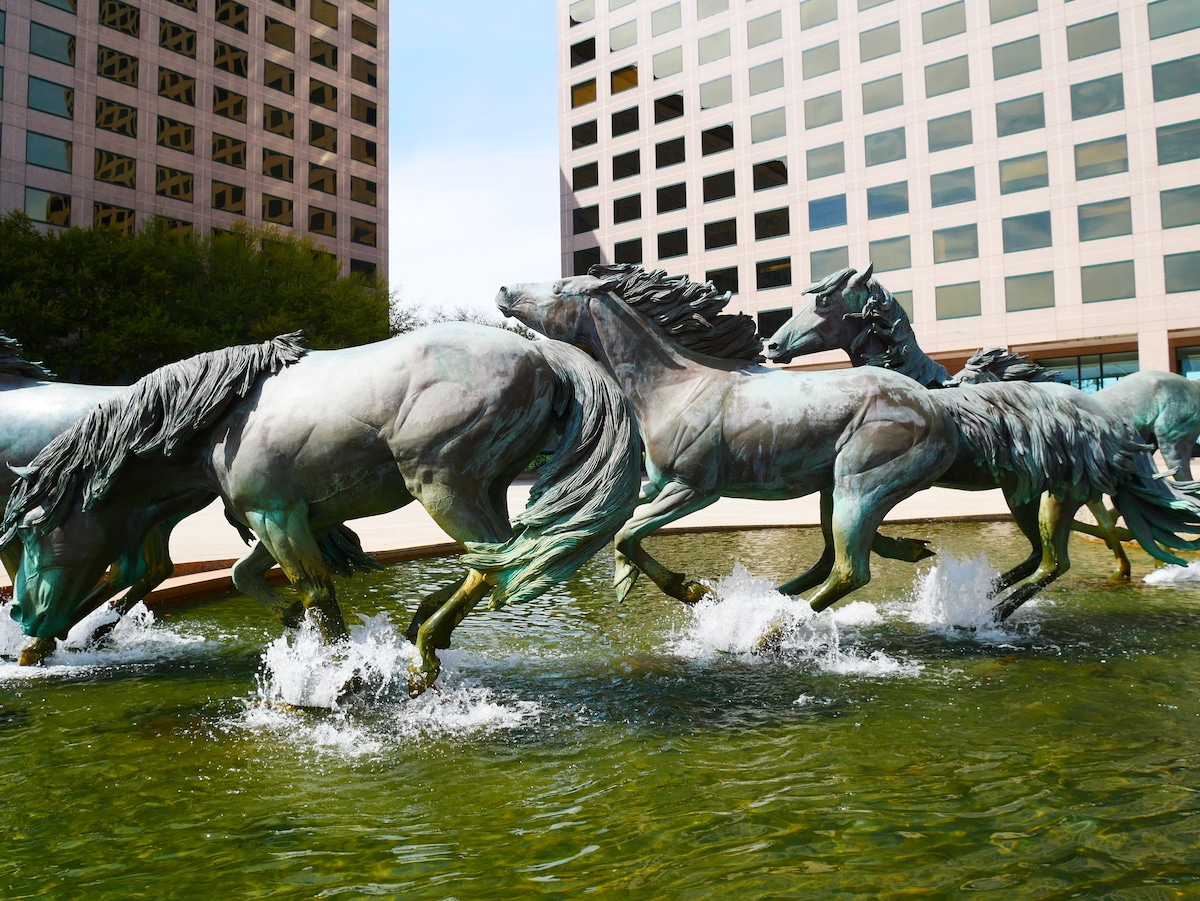 Sculpture de chevaux par Robert Glen.