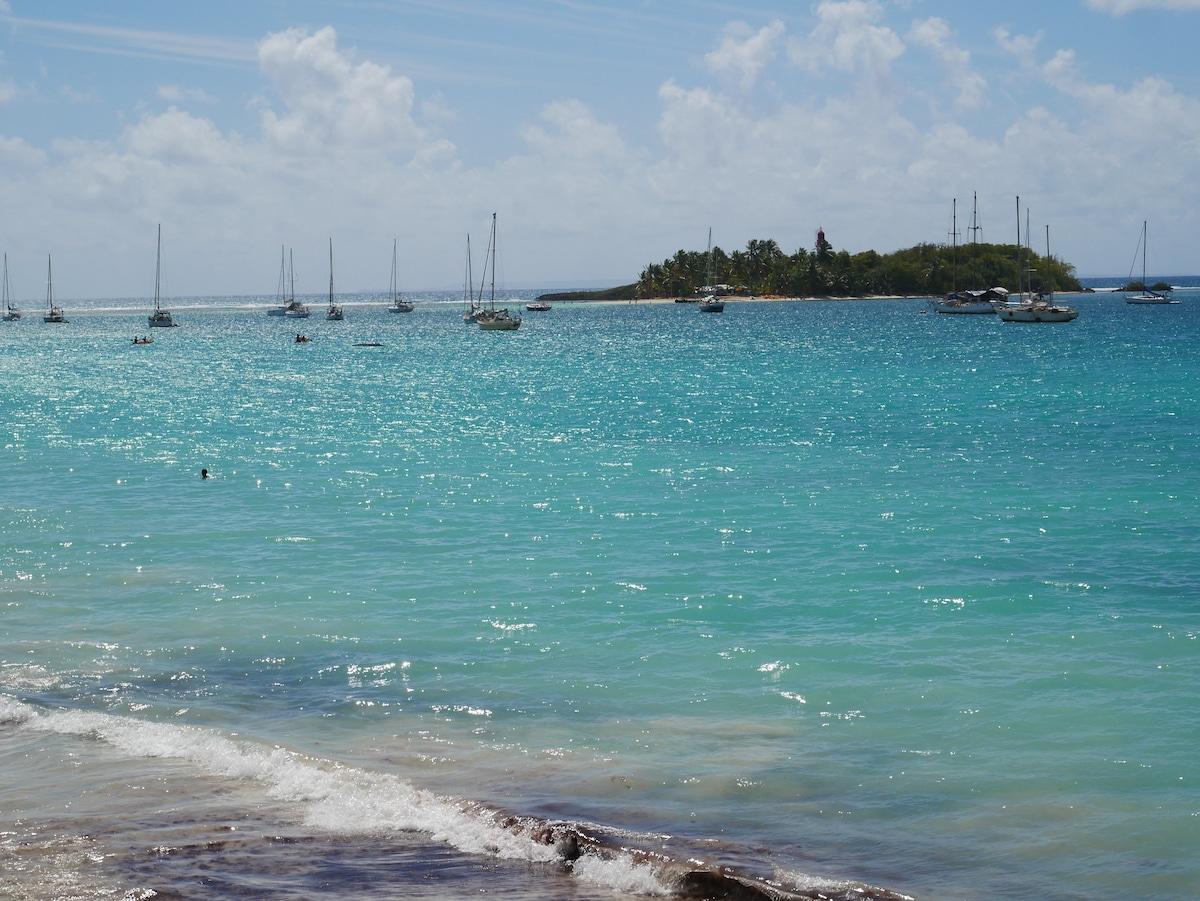 La plage de la Datcha et l'îlet du Gosier