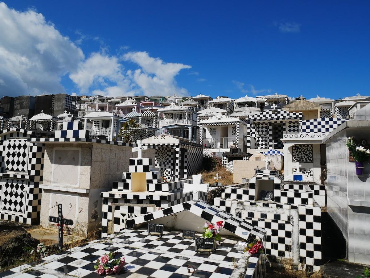Où se trouve le cimetière de Morne à l'Eau ?