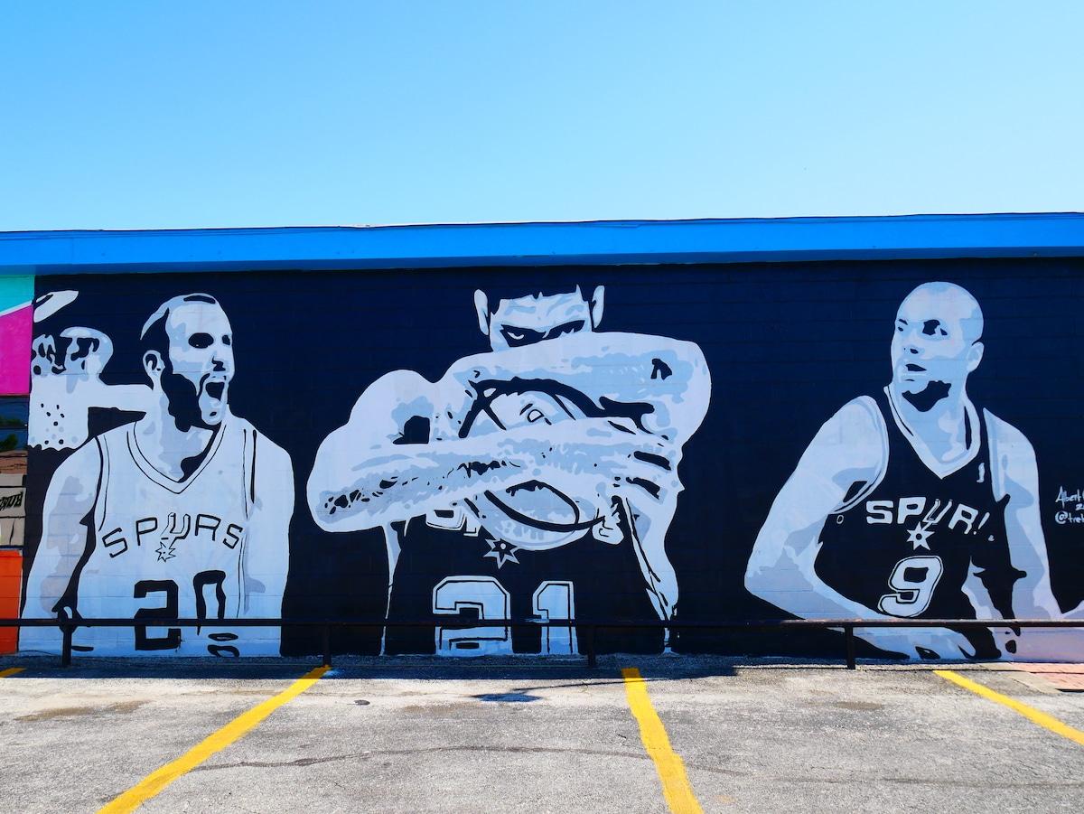 Hommage aux Spurs.